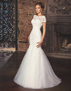 2ab98b8054a Свадебное платье русалочка или рыбка. Свадебное платье облегает фигуру  вплоть до колен и резко распускается веером к низу. Для этих свадебных  платьев ...